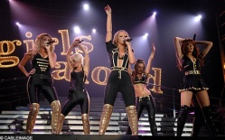 events-concerts-girls_aloud-blkgld008.jpg